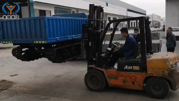 3噸(dun)履帶運輸(shu)車發(fa)貨福建安溪